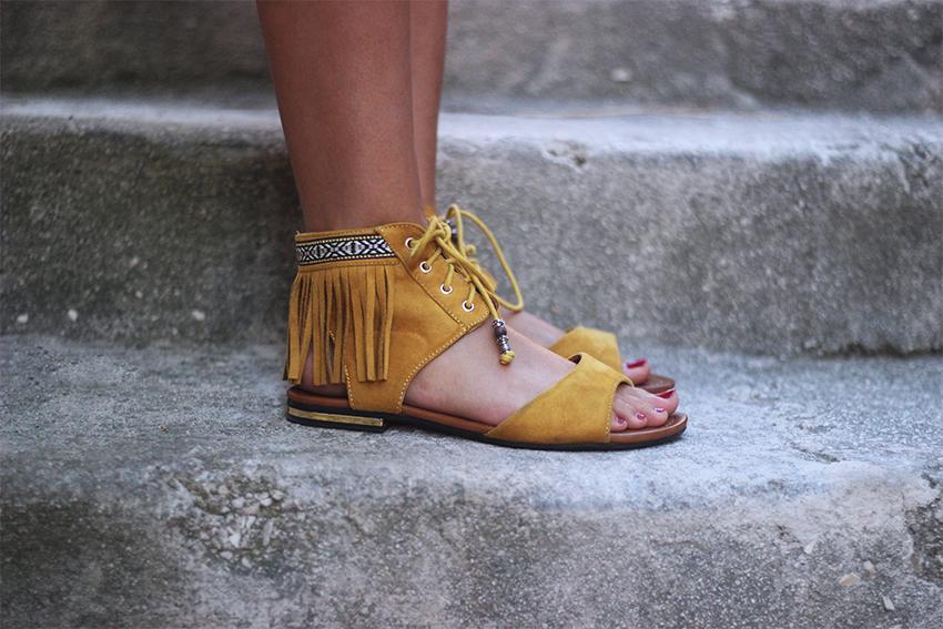 sandales-franges-moutarde